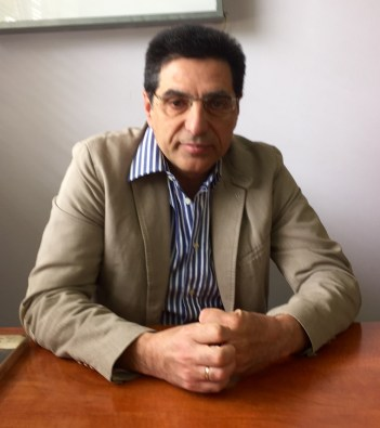 Dr. Vichas