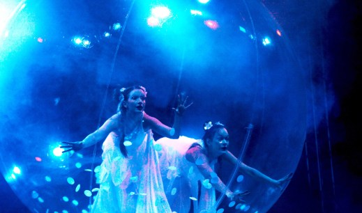 sphere show, 2 dancers in 1 bubble