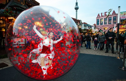 stunning shows in crystal-clear spheres