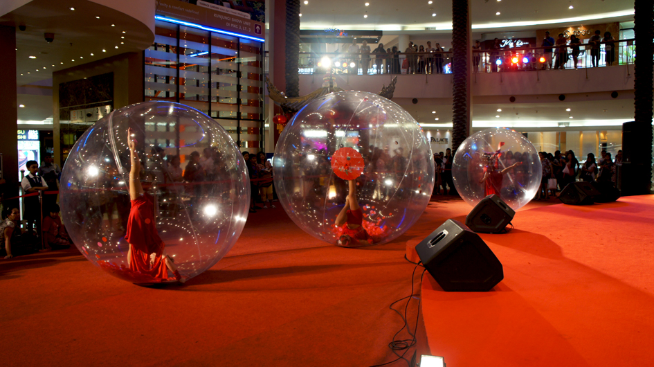 performances in spectacular plastic spheres.