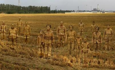 liu-bolin-target-1-cancer-village-2014-galerie-paris-beijing-crop_large