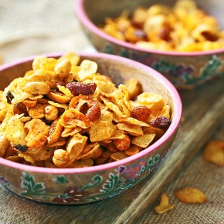 Spiced Cornflakes and Nuts Mixture