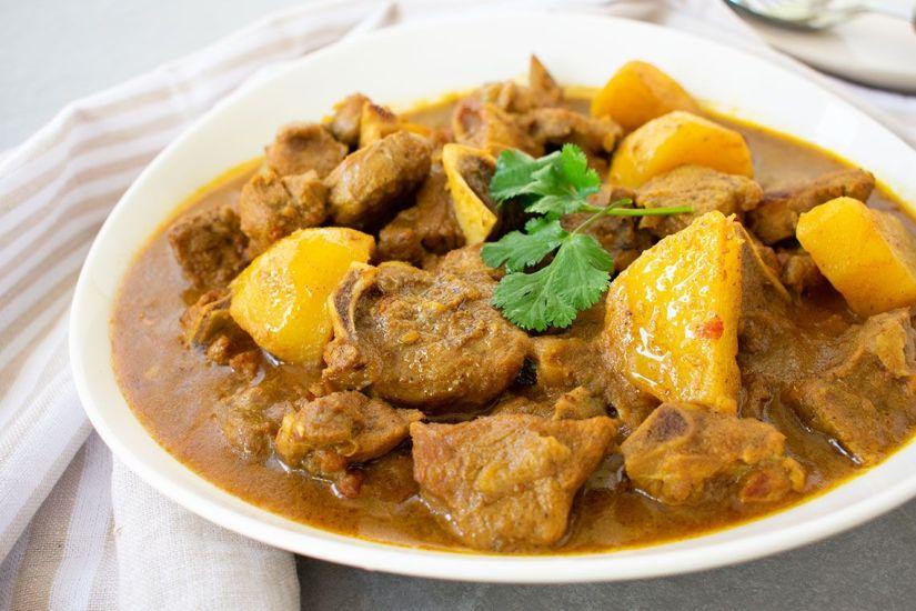 Cordero al curry con patatas