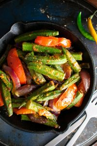 Okra salteada con curry