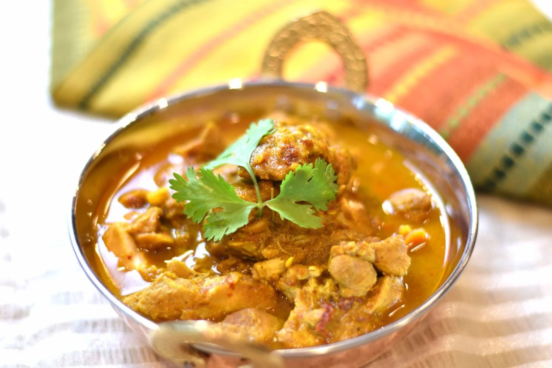 Chicken Vindaloo in Instant Pot by Spice Cravings. Chicken Vindaloo is a variation of the popular Indian curry dish from the west coast of India. Adaptation of Portuguese dish, carne de vinha d'alhos. #food #foodie #foodblogger #delicious #recipe #instantpot #recipes #easyrecipe #cuisine #30minutemeal #instagood #foodphotography #tasty #curry #indian