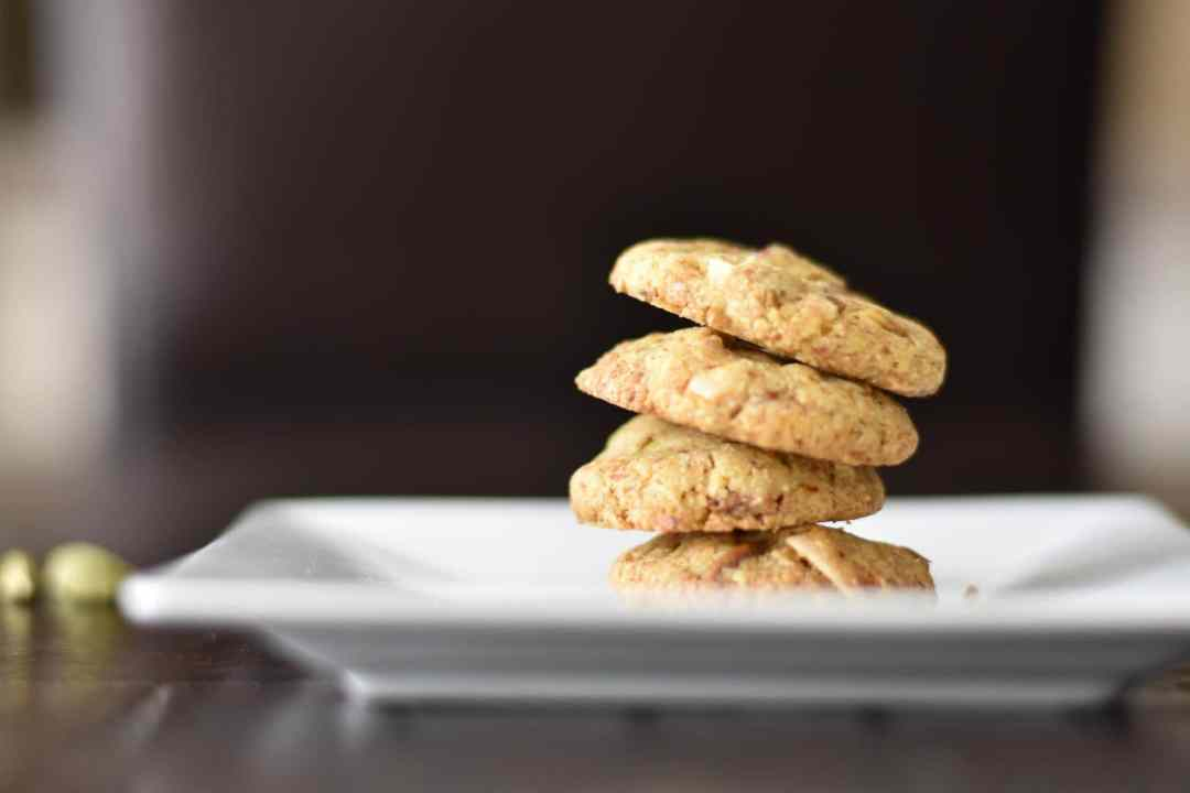 Almond spice cookies- eggless almond spice cookies, Almond Nankhatai by Spice Cravings. This healthy version of Nankhatai or Almond Spice Cookies uses mixes in whole wheat flour, and almond flour with the all purpose flour & a bunch of spices. #food #foodie #foodblogger #delicious #recipe #instantpot #recipes #easyrecipe #cuisine #30minutemeal #instagood #foodphotography #tasty #indian