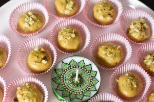 Besan Ladoo in Microwave, Garam Masala Kitchen