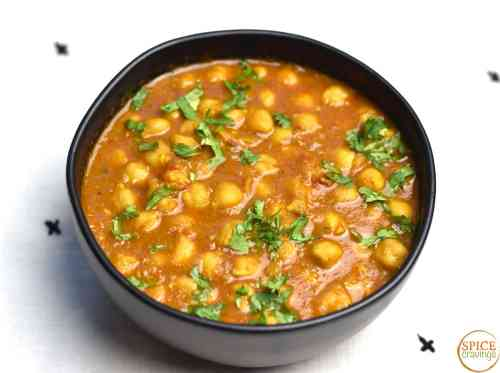 Chickpeas cooked in a tomato onion gravy, seasoned with Indian spices