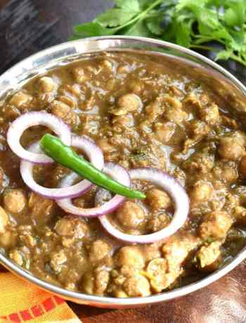 Punjabi Chole or Chana Masala Instant Pot by Spice Cravings. Punjabi Chole is a vegetarian north-Indian dish. This creamy, spicy and slight tangy dish is made with chickpeas, also called Garbanzo beans or Chana (in Hindi) cooked with fresh onions, ginger, garlic and seasoned with a unique spice blend. #cooking #food #recipe #recipes #foodphotography #foodblogger #yummy #delicious #foodie