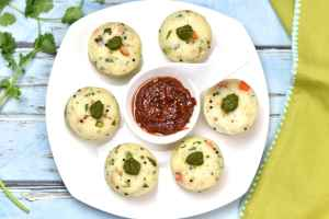 Instant Pot Rava Idli, savory steamed semolina cakes by Spice Cravings. These idlis made with rava, with mixed in corn, peas, carrots, and cashews. These rava idlis are soft and spongy and a real favorite with my kids. Made with semolina flour called Rava, this dish is a variation of the popular south-Indian breakfast dish called 'Idli' (steamed rice & lentil cakes). #cooking #food #recipe #recipes #foodphotography #foodblogger #yummy #delicious #foodie