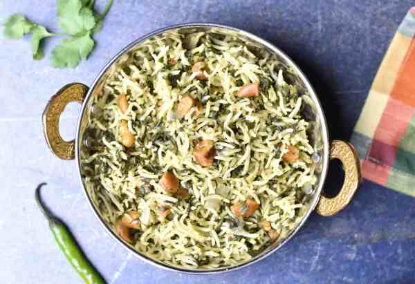 This flavorful and hearty spinach rice, palak pulao or pilaf is made by cooking aromatic basmati rice with buttery soft spinach in ghee in an Instant Pot. by Spice Cravings. #cooking #food #recipe #recipes #foodphotography #foodblogger #yummy #delicious #foodie