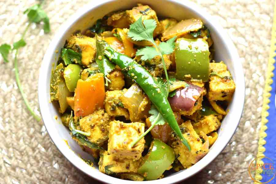 10-Minute Kadai paneer by Spice Cravings is a delicious & elegant dish made with Paneer, peppers & onions. Seasoned with fragrant Indian spices, this is a real crowd pleaser.