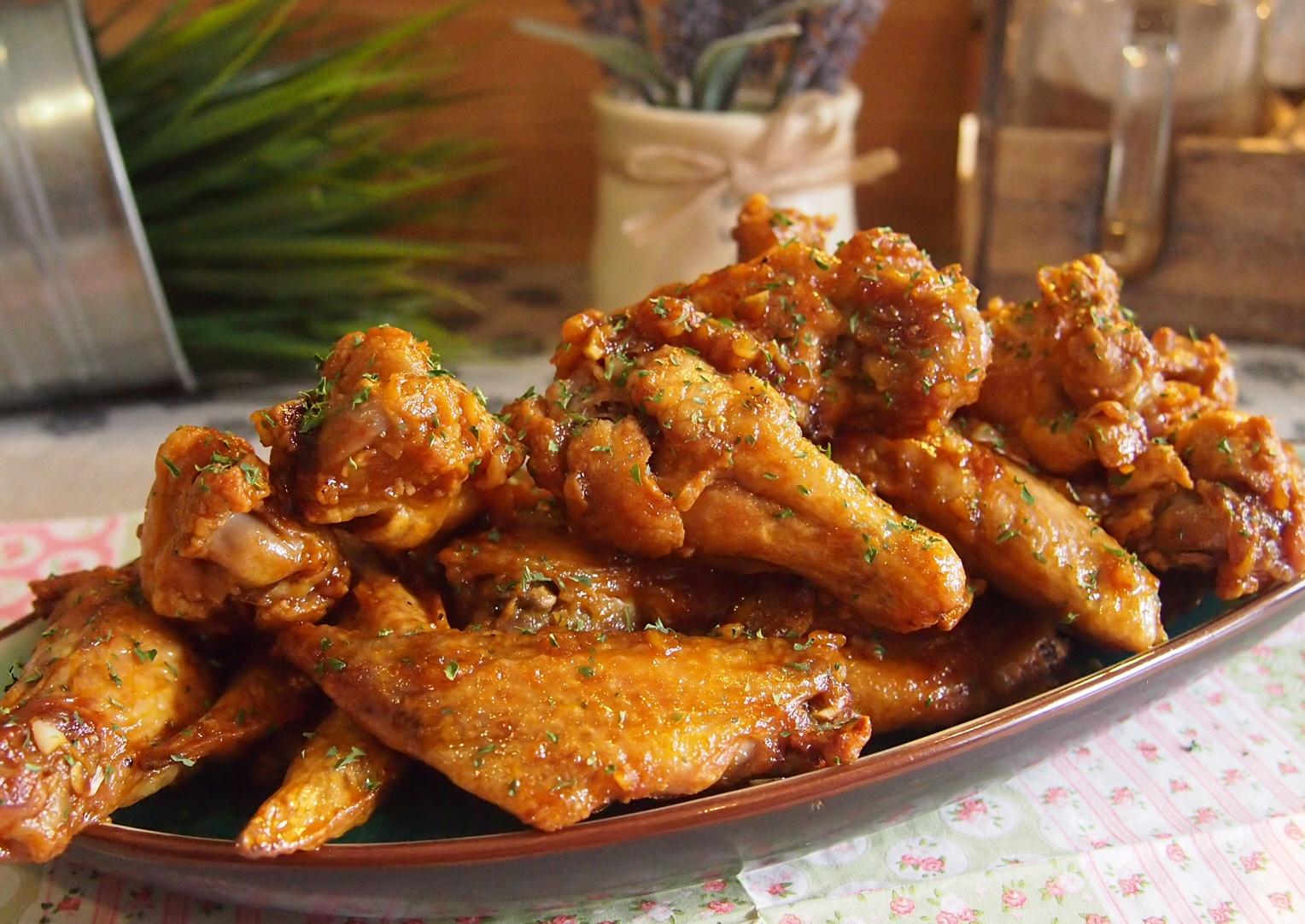 Secret to Best Crispy Oven-Baked / Air-Fried Chicken Wings // Buffalo Wings