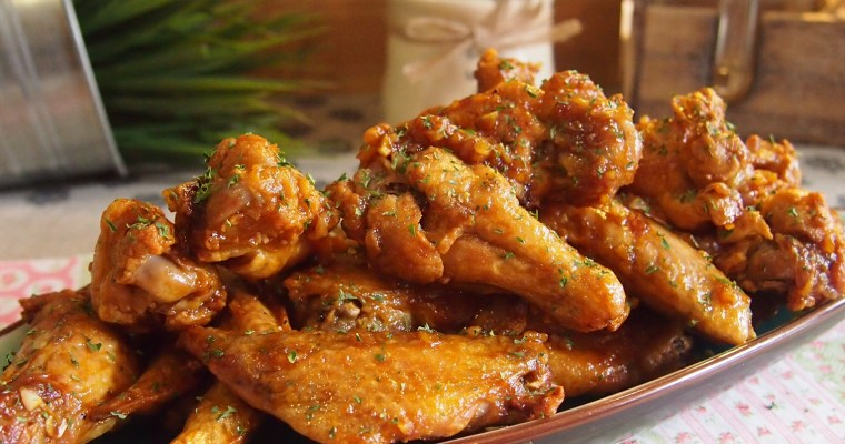 Secret to Best Crispy Oven-Baked / Air-Fried Chicken Wings // Buffalo Wings