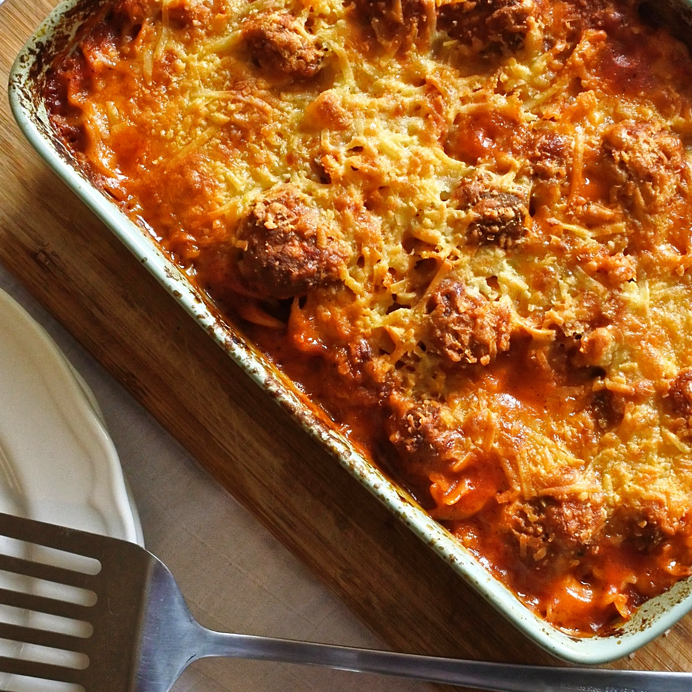 Roasted Red Pepper and Tomato Pasta Bake with Meatballs