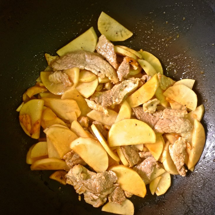 pork and daikon frying in wok