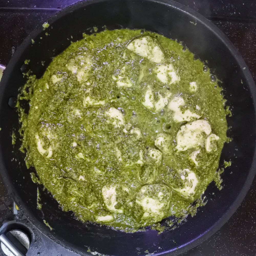 chicken tossed in cilantro curry sauce