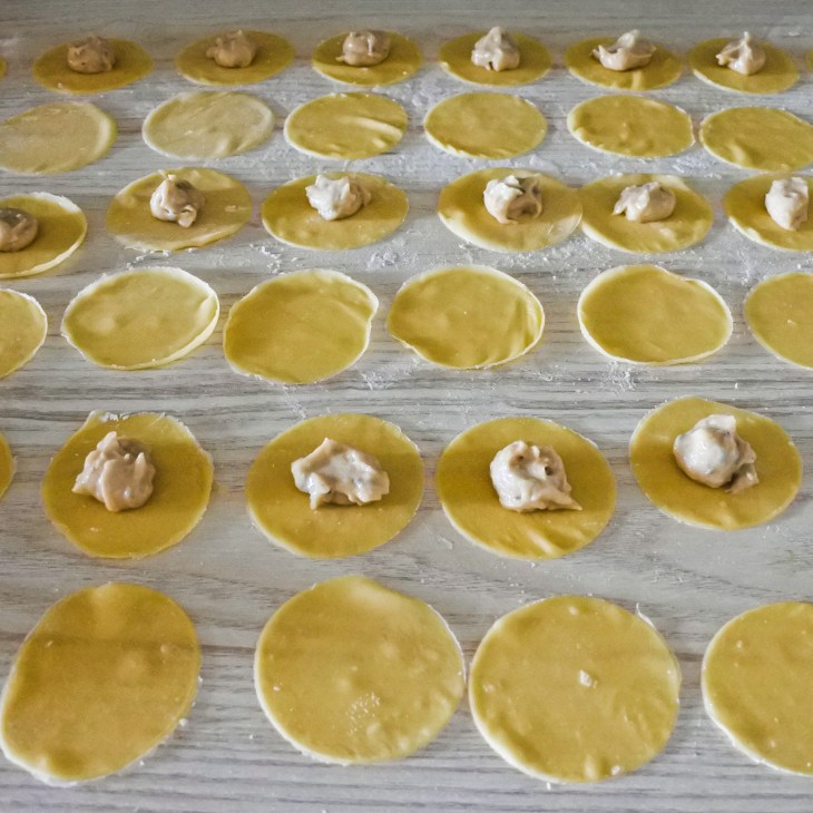wonton wrappers with filling in center