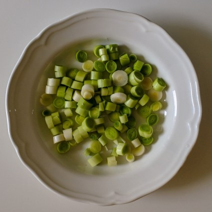 For this recipe, you can either use small leeks or bigger scallions. You want to chop them no bigger than 1 cm / 0.5 inch.