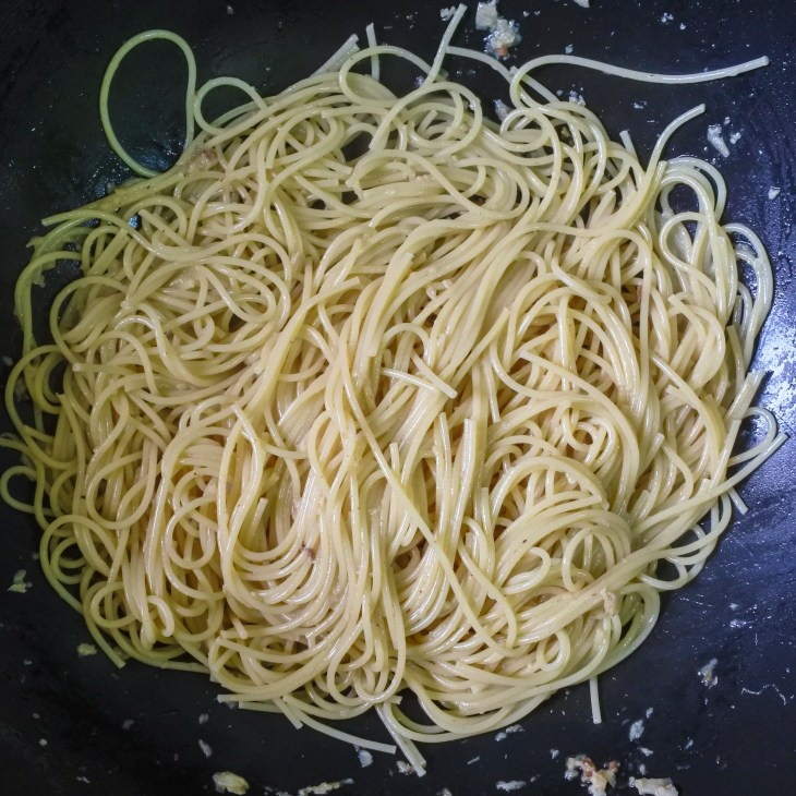 Cooked spaghetti tossed with white fish and anchovy sauce
