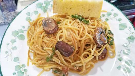 Mushroom and Garlic Spaghetti