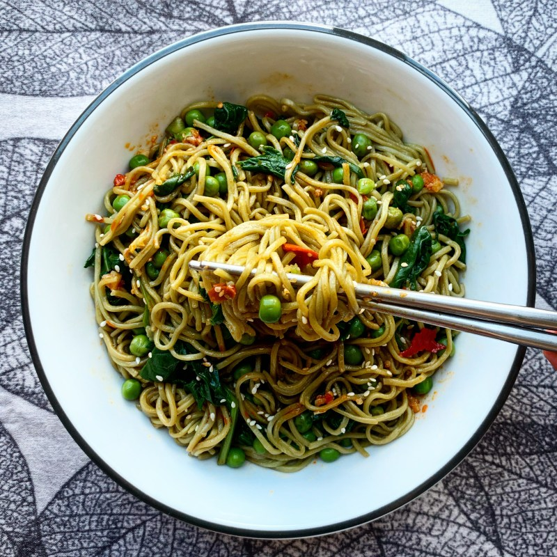 Spicy vegan green noodles