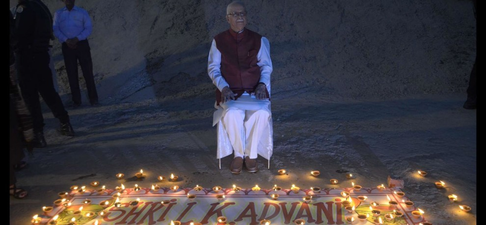 lal krishna advani celebrate birthday in very simple way at varanasi