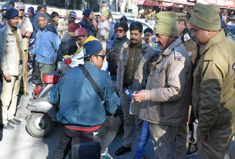 Nainital Police Cut Thailand Youths Challan for not wearing Helmet on New Year 2020