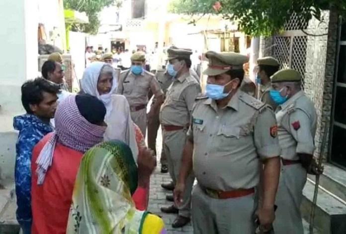 घटना के मौके पर जांच के लिए पहुंची पुलिस