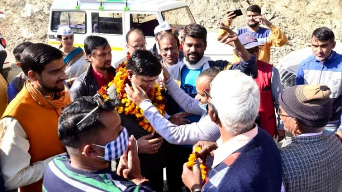 Local people welcome AAP party officials in Bagwan
