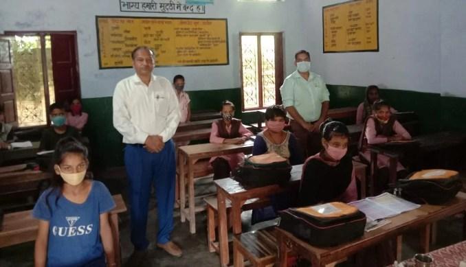 Children and headmaster present in Upper Primary School Dalheri.