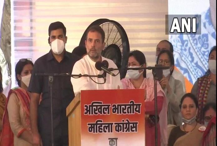 कांग्रेस नेता राहुल गांधी अखिल भारतीय महिला कांग्रेस के कार्यक्रम में हिस्सा लेने पहुंचे।