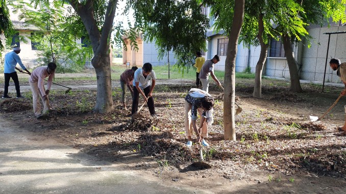 Workers cleaning in Vijay Singh Pathik College due to the possibility of CM's visit in Kairana
