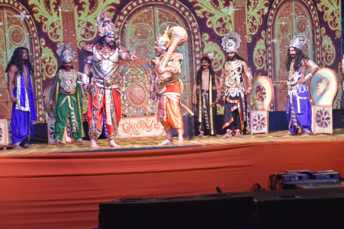 MP Manoj Tiwari playing the role of Ravana in the role of Angad during the staging of Ayodhya Ramlila.