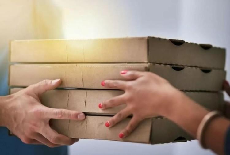 अपने फूड डिलीवरी के पैकेज को कीटाणुनाशक से साफ करना: क्या ये जरूरी है?