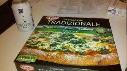 Tradizionale. Perché tradizionalmente la pizza è agli spinaci.