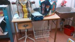 Tavolo, sgabello e cesta