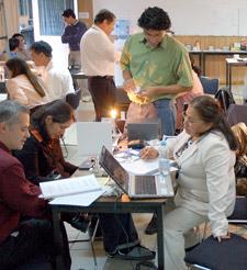 Participants in the ALOP workshop in San Luis Potosí, Mexico, work through a lesson.