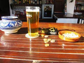 And this is what it's all about too Peanuts (need the salt) & Beer (need to re-hydrate). — in Alhaurín el Grande.