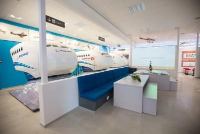 Tre fullt bevegelige og realistiske flysimulatorer installert og klare til bruk. Bilde: Marte Antonsen.