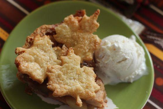 Autmn Apple Pie Baked in Cast Iron 4
