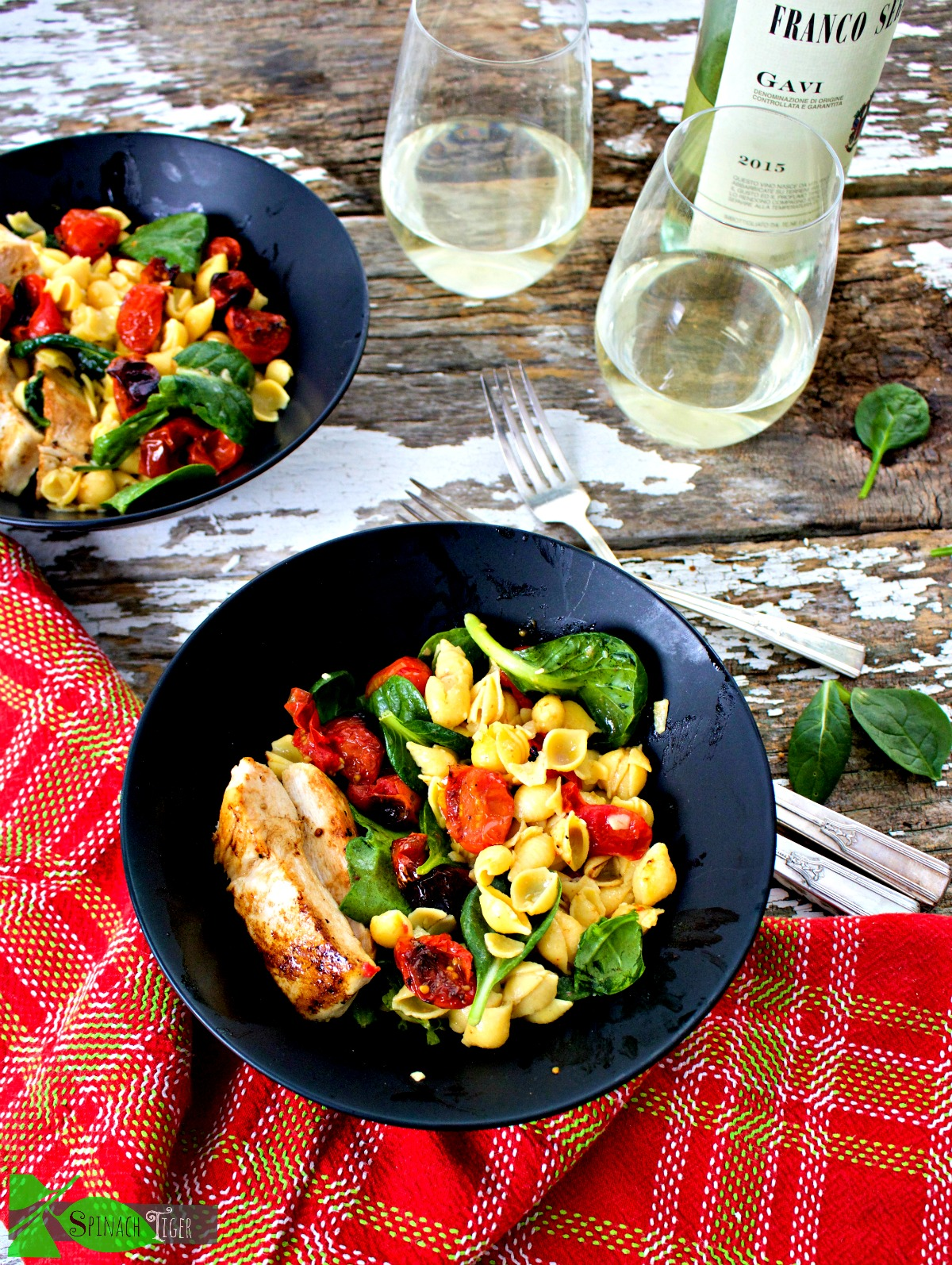 Healthy Chicken Pasta Shells with Roasted Tomatoes from Spinach Tiger