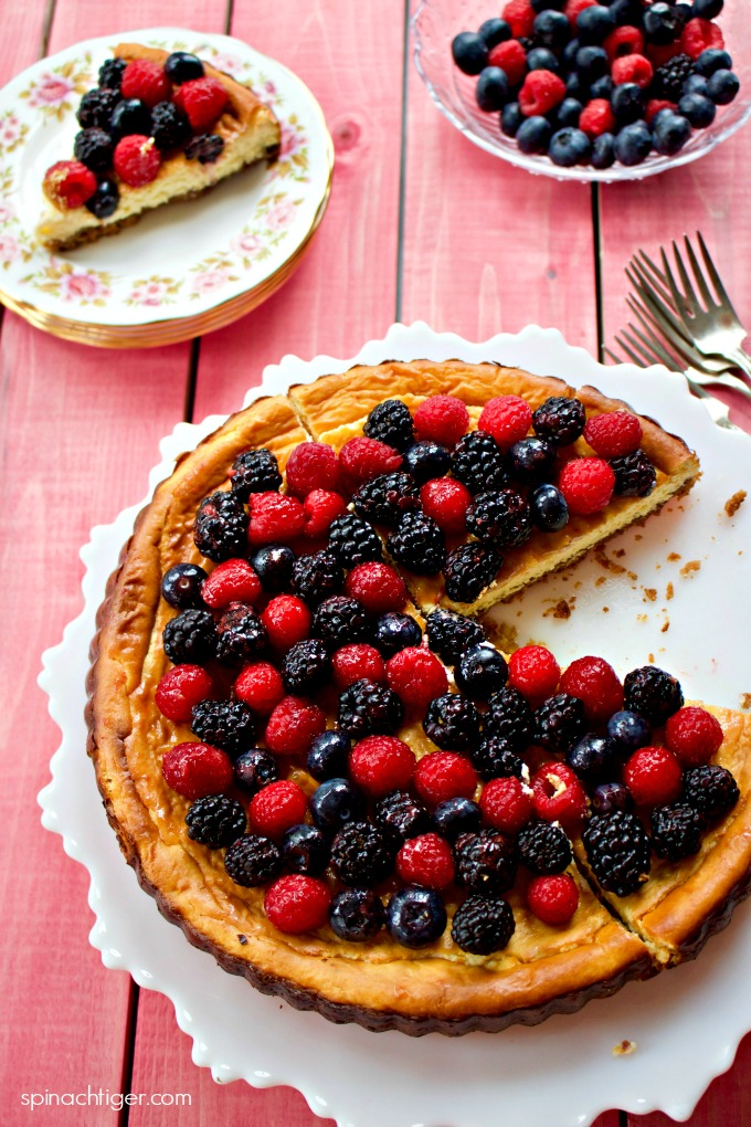 Best low carb cheesecake recipes with Berries, Sour Cream, Mini, Large or Baked in Jars from Spinach Tiger