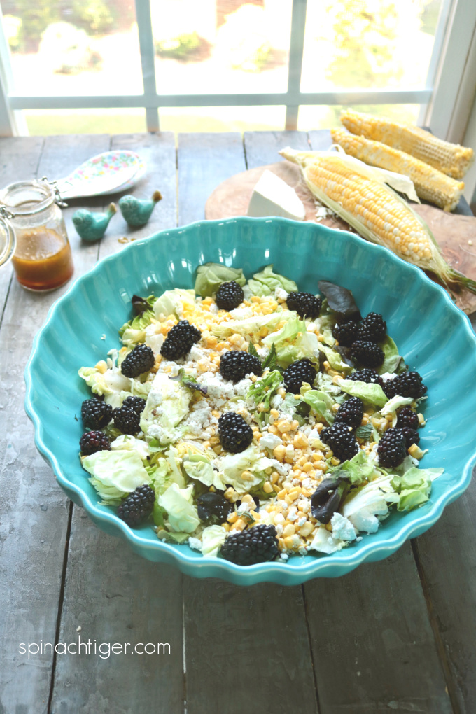Make a Fresh Corn Salad with blackberries and get tips for making the perfect vinaigrette. #corn #blackberries #vinaigrette #spinachtiger via @angelaroberts