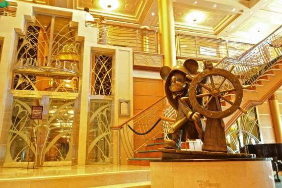disney-cruise-magic-lobby-bericht
