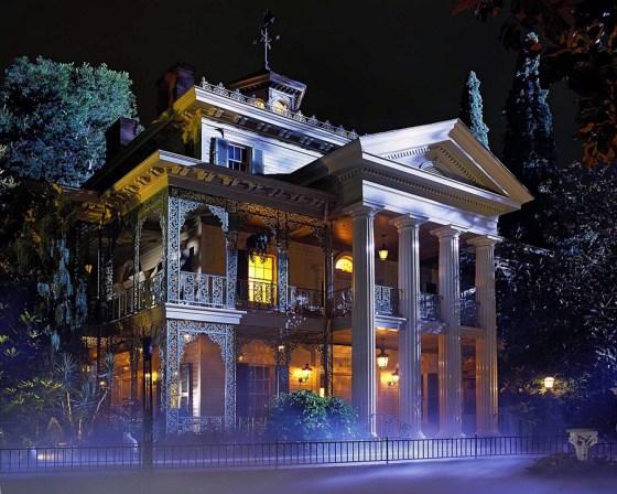 "Disney-Remake: Ryan Gosling in Guillermo del Toros ""Haunted Mansion""?"