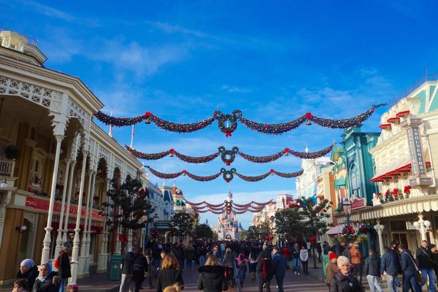 disneyland-paris-weihnachten-main-street-dekoration