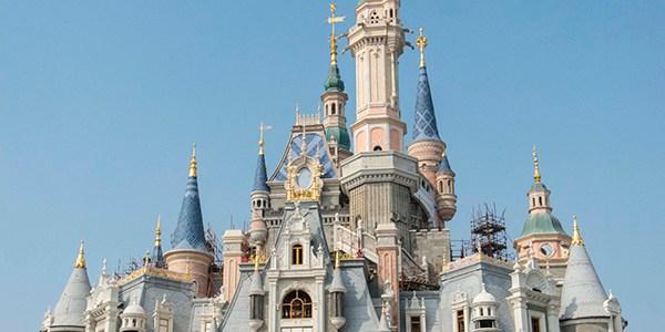 "Das Schloss ""Enchanted Storybook Castle"" in Shanghai Disneyland"