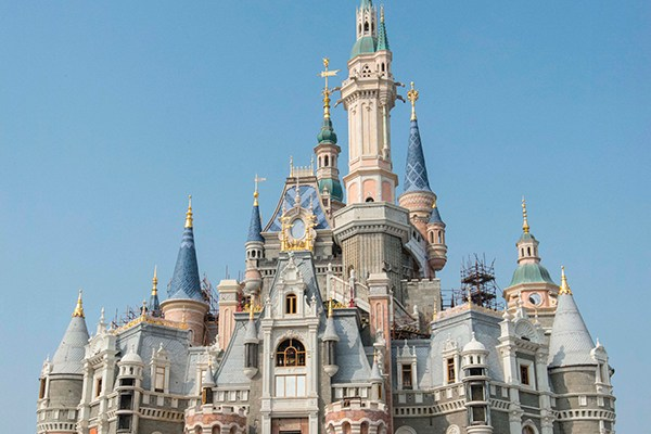 "Das Schloss ""Enchanted Storybook Castle"" in Shanghai Disneyland"