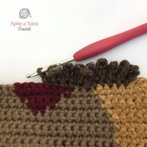 Crocheting chain loop sts